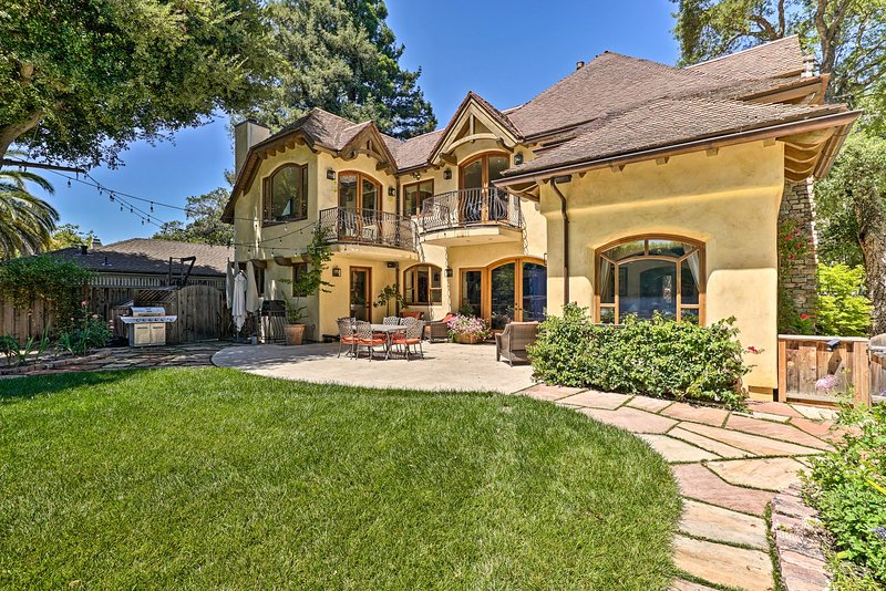 Palo Alto Home - ½ Mi to Stanford & California Ave, holiday rental in Los Altos Hills