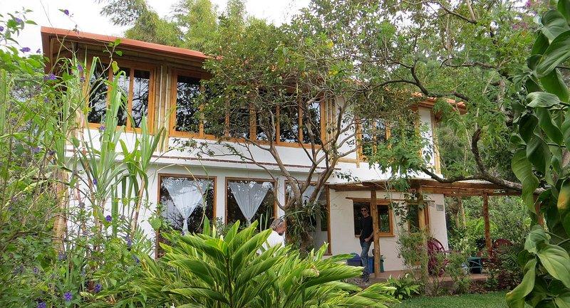 5 Bed Family Home with Garden in the Centre of San Marcos la Laguna Lake Atitlan, location de vacances à Lake Atitlan