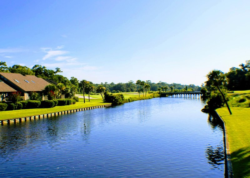 Palmetto Dunes Golf Villa with views of 12th fairway on the Fazio Golf Course!!, holiday rental in Bluffton