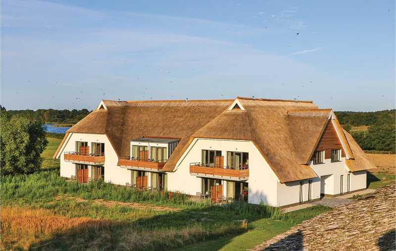 Stunning apartment in Puttbus/Rügen with WiFi (DMR534), casa vacanza a Lauterbach