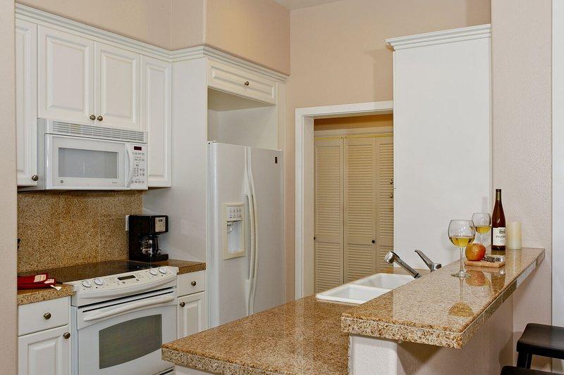 La casa tiene una cocina totalmente equipada