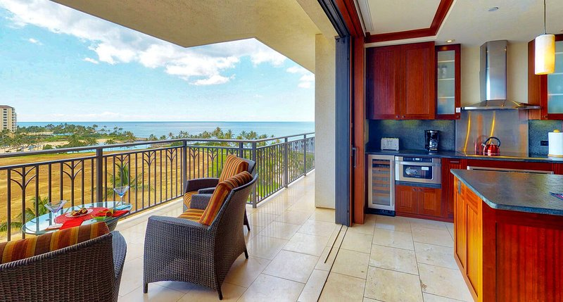 The lanai and kitchen, with ample seating and luxury amenities.