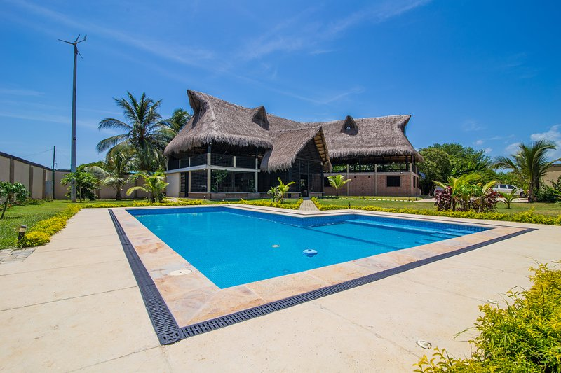 'La Perla Negra' Fully Private Villa, holiday rental in Santa Veronica