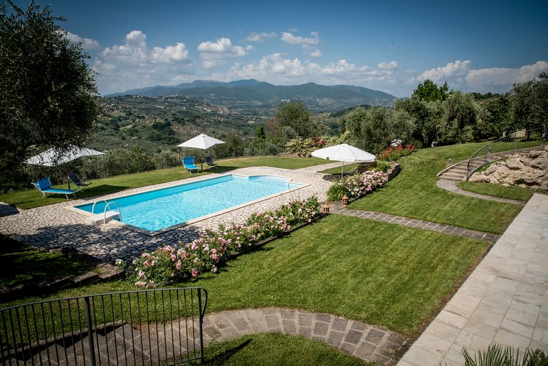 Villa Collebelvedere  - Apartment with terrace and swimmingpool, vacation rental in Province of Rieti