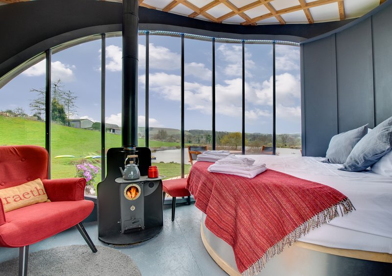 Cosy Cabin with a Rotating Bed