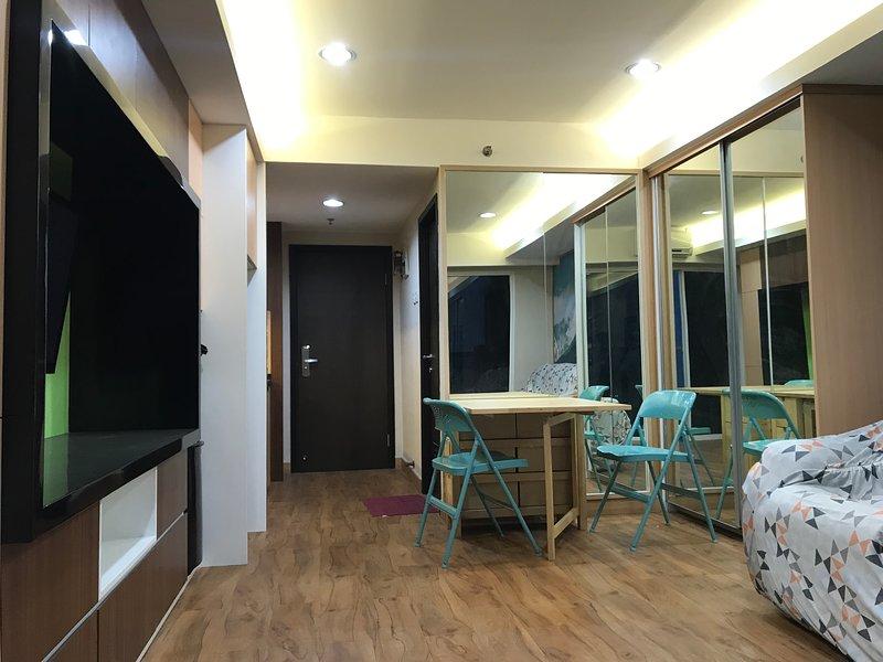 Modern Decorated Studio The Hive Tamansari Cawang, holiday rental in Cikarang