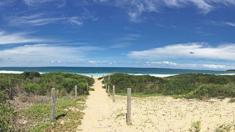 The Beach Shack- Across from the beach, alquiler de vacaciones en Lake Macquarie