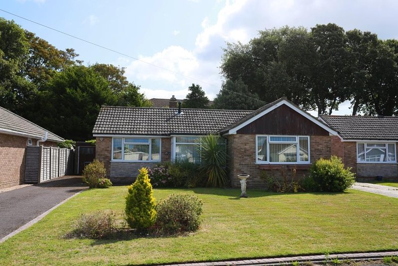 BOURNECOAST: PET FRIENDLY BUNGALOW WITH GARDEN NEAR TO AVON BEACH - HB6231, Ferienwohnung in Mudeford