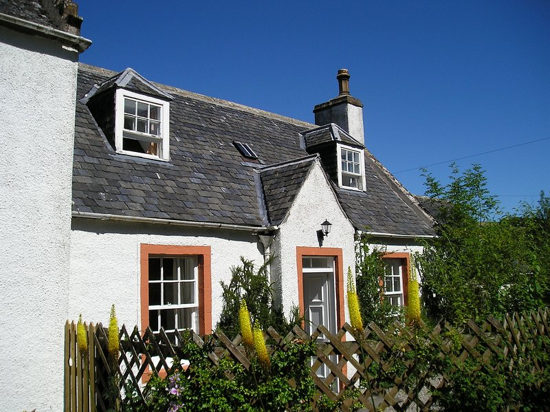 Fodderty Lodge: Honeysuckle Cottage, vacation rental in Cononbridge