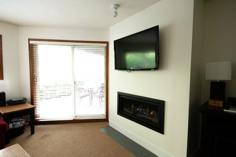 Flat screen tv and new gas fireplace for a beautiful ambiance