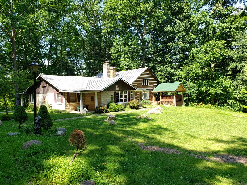 Brown County Family Group Cabin Retreat Has Cable Satellite