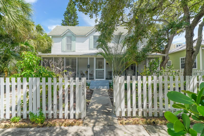1259 2nd Street · ⭐Built in 1911⭐ - Historic Home next to Downtown Sarasota, vacation rental in Lido Key