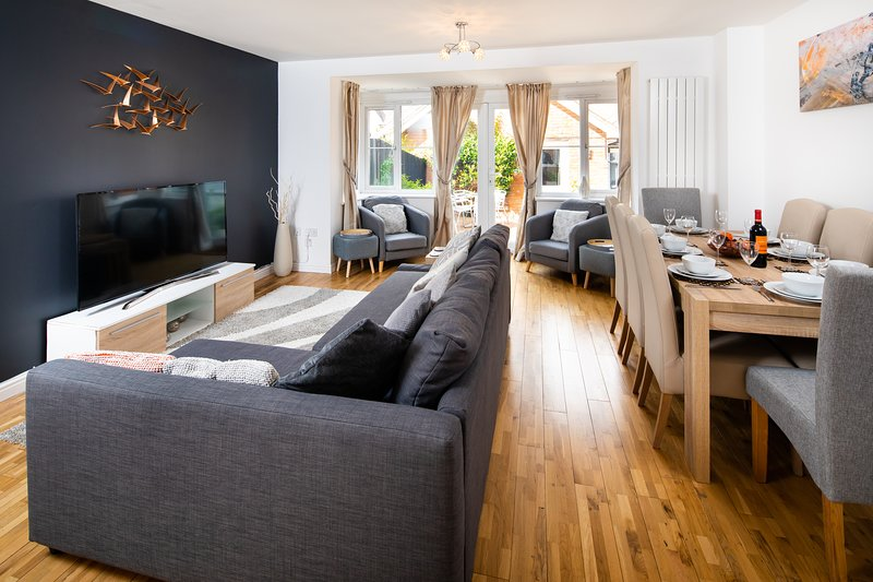 Hopton House - Modern and spacious home from home with 9 beds, holiday rental in Kempston