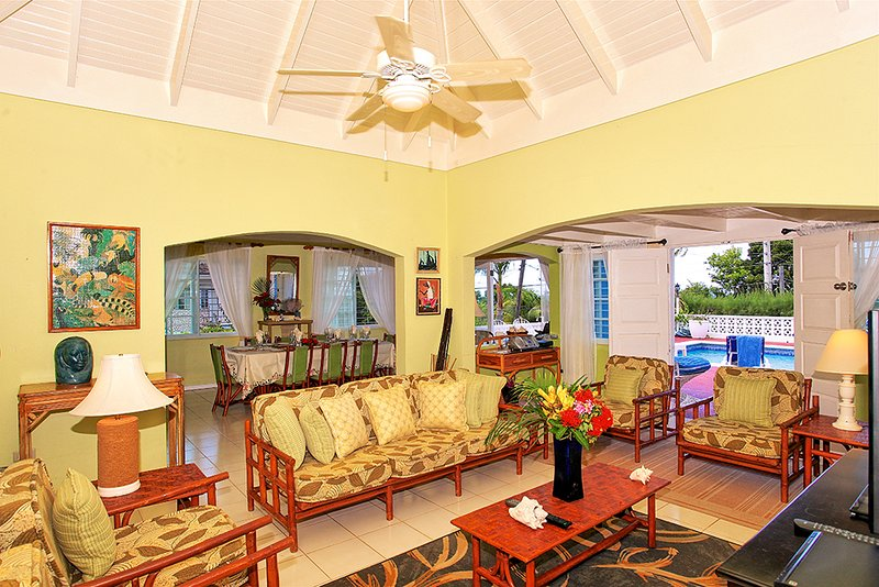 Pool, Cook, Housekeeping, Beach 5 min walk, 5 Beds, 3 Bdrms, (BVV189), vacation rental in Silver Sands