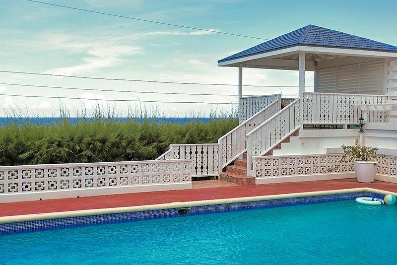 Walk 5 mins to Beach, Pool, Cook/Housekeeping, 4 Beds, 3 Bdrms, (BVV189), alquiler de vacaciones en Silver Sands