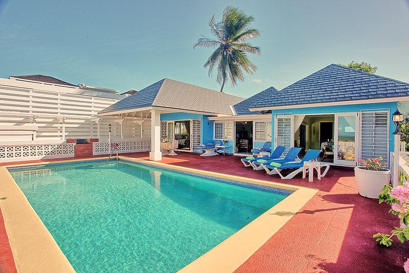 5 Mins Walk to Beach, COOK/HOUSEKEEPER, Pool, 2 Beds, 2 Bdrms, (BVV189), vacation rental in Silver Sands