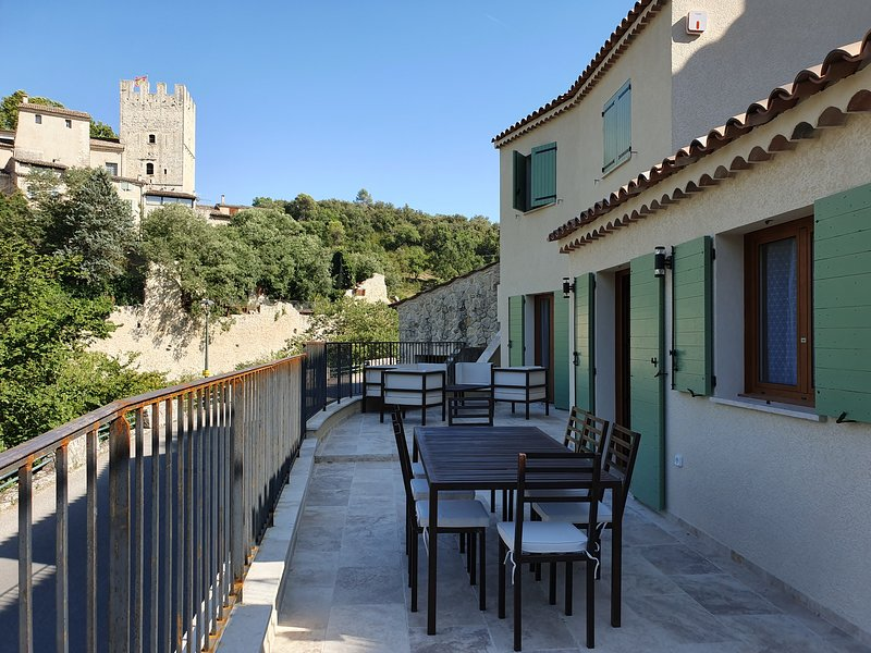 Nice house with terrace & Wifi, holiday rental in Quinson