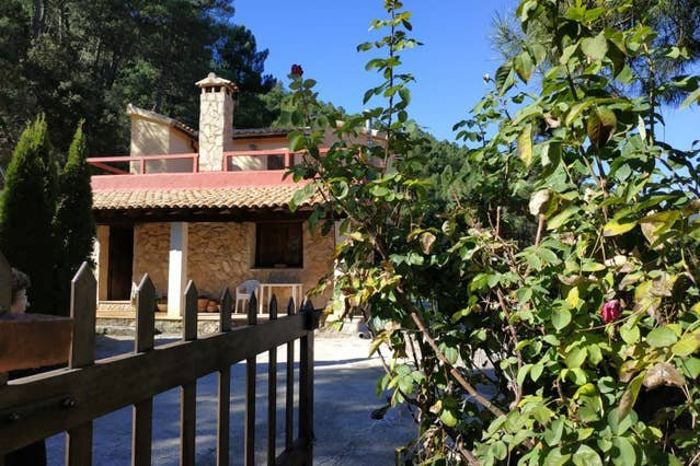 Big house with mountain view & Wifi, holiday rental in Benatae