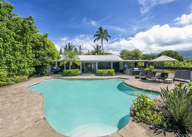 Pahukoa Hale - Direct Ocean Front Hawaiian Style home in Kona Bay Estates., vacation rental in Kailua-Kona