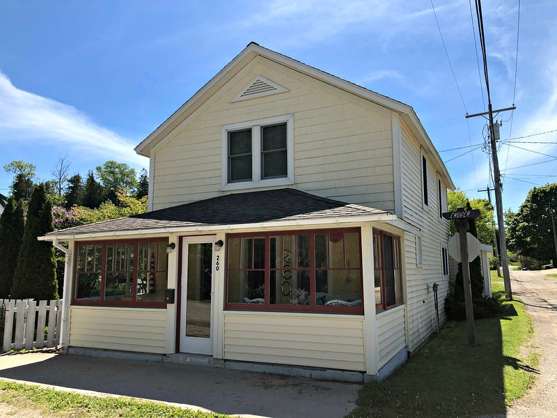 UP Cottage, holiday rental in Saint Ignace