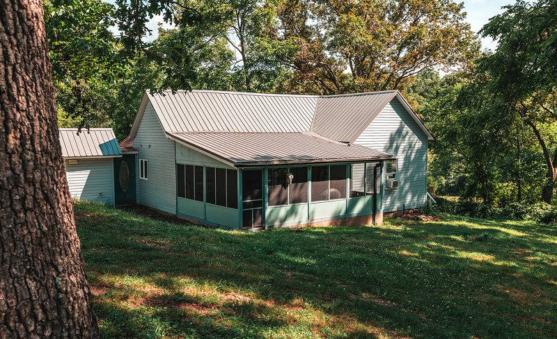 Rent My Farm House, vacation rental in Steelville