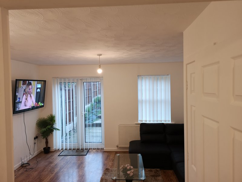 Quiet Residential Area Within Easy Reach Of Town, vacation rental in Ashton-under-Lyne