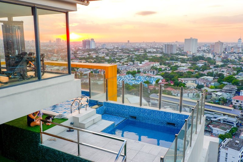 Centro Tower · Unlimited Free Pool & Gym Access, holiday rental in San Juan