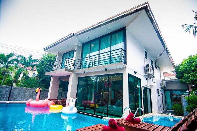 Vichy Villa # 2: New 6 bed Pattaya Luxury villa, holiday rental in Jomtien Beach