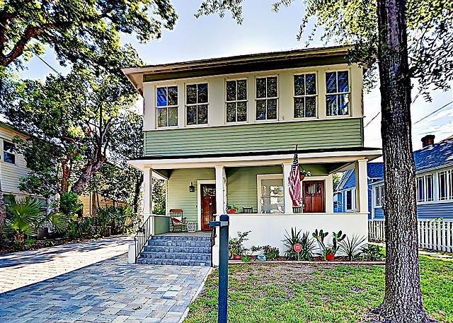 Classic Charm in the City w/ 2 Units, Sunroom & Patio, Walkable Locale, casa vacanza a Saint Augustine