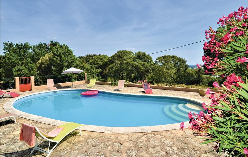 Nice home in Montaren et St Mediers with Outdoor swimming pool, WiFi and Outdoor, holiday rental in Serviers-et-Labaume