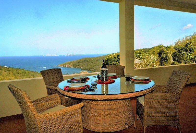 Serenity Upper Level - 2 Suites, Ferienwohnung in St. Vincent und die Grenadinen