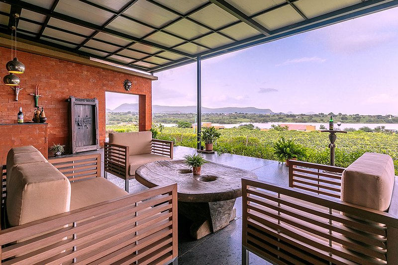 Red Tree Vineyard Bungalow - A by Vista Rooms, vacation rental in Nashik