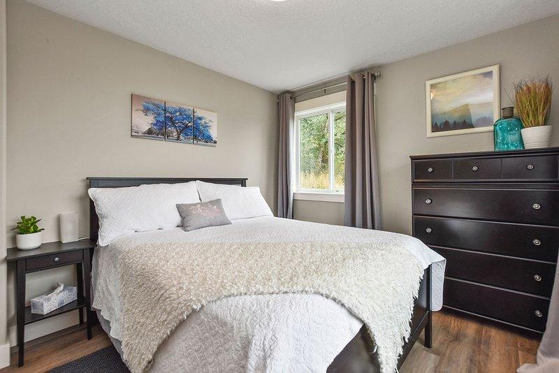 Kalama Oaks. Spacious private suite on the bluff, overlooking the Columbia River, aluguéis de temporada em Saint Helens