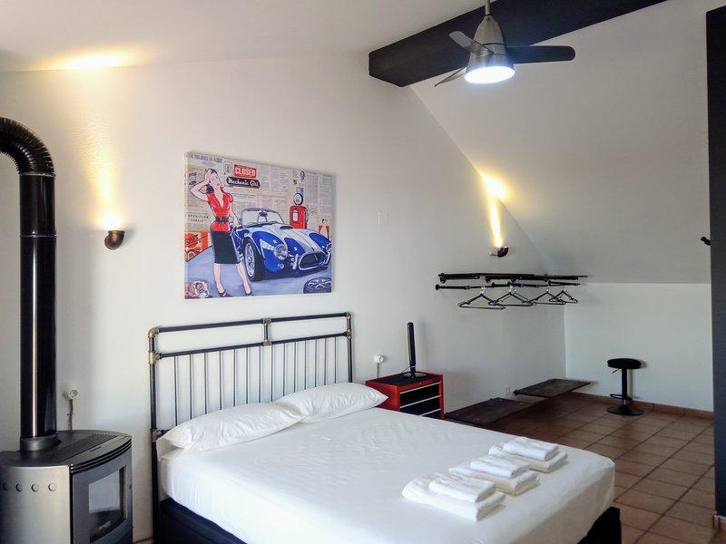 Casa Adosada en Valencia con Suite estilo Industrial. Relajación y silencio., location de vacances à Burjassot