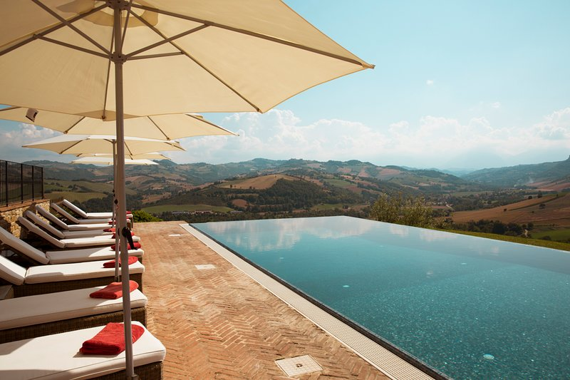 Montecchio Villa Sleeps 16 with Pool and Air Con - 5811628, holiday rental in Montefalcone Appennino