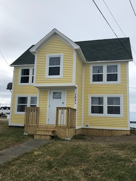 Stay in the Heart of Bonavista with a Oceanview, holiday rental in Elliston