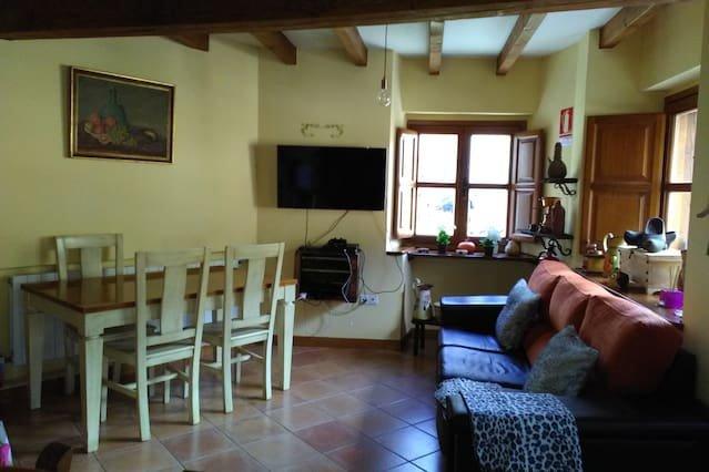 Nice house in Llayo, aluguéis de temporada em Tudes