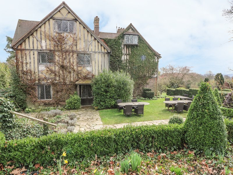 HOATH HOUSE large manor house, seven bedrooms, extensive grounds in Edenbridge, vacation rental in Westerham