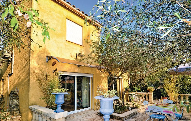 Nice home in Nîmes with Outdoor swimming pool and 1 Bedrooms (FLG545), holiday rental in Poulx