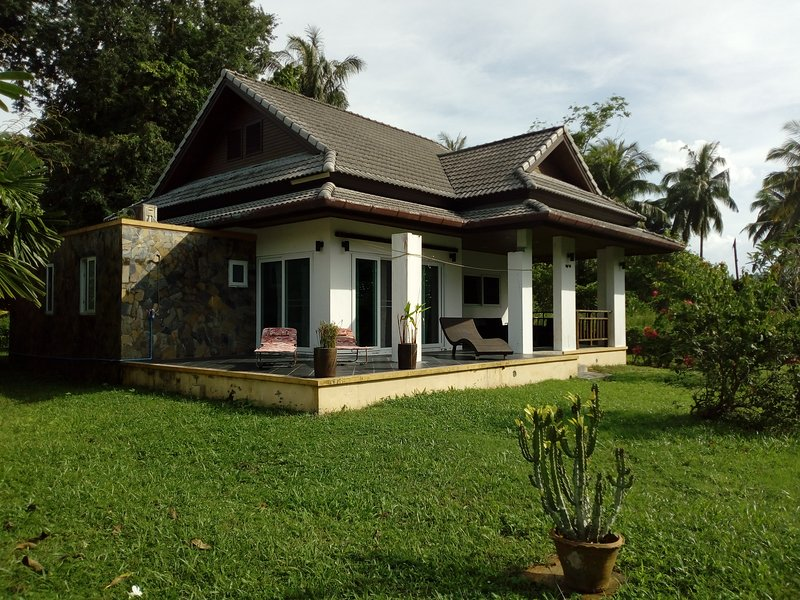 Villa-House, holiday rental in Takua Pa