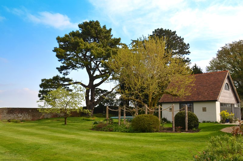The Little House, holiday rental in Slindon