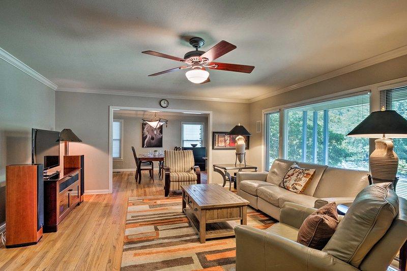 Downtown Austin Home w/ Patio, 3 Mi. to SoCo!, holiday rental in Rollingwood