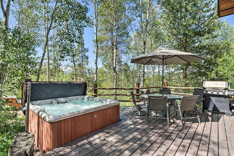 Spacious Granby Getaway w/Hot Tub, 2Mi to Ski, holiday rental in Hot Sulphur Springs
