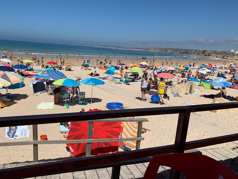 Surf, Swim, Party and Relax Townhouse, Ferienwohnung in Peniche