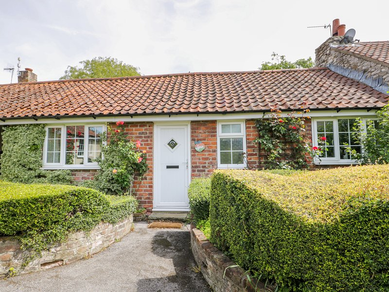 Lupin Cottage, Hunmanby, vacation rental in Burton Fleming