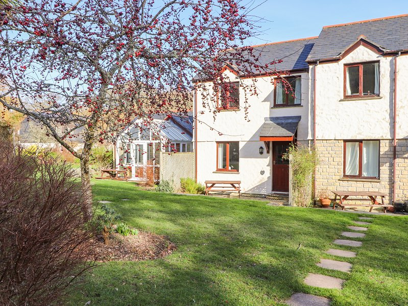 PUGWASH COTTAGE, WiFi, Pet-friendly, Private garden, Falmouth, holiday rental in Budock Water
