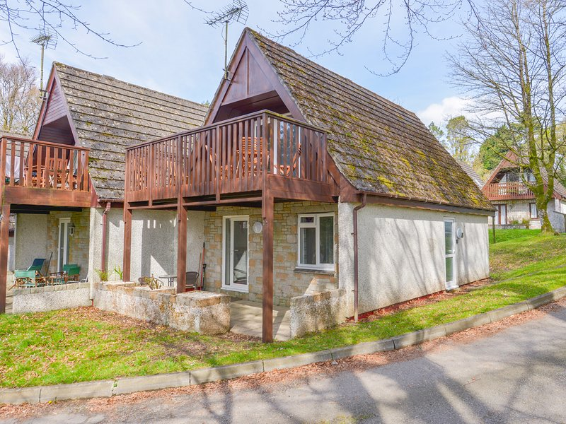 VALLEY LODGE 12, open-plan, balcony, Freeview TV, near Callington, vacation rental in Latchley
