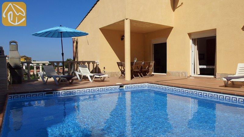 Lloret de Mar Villa Sleeps 6 with Pool and WiFi - 5245427, location de vacances à Mont Barbat