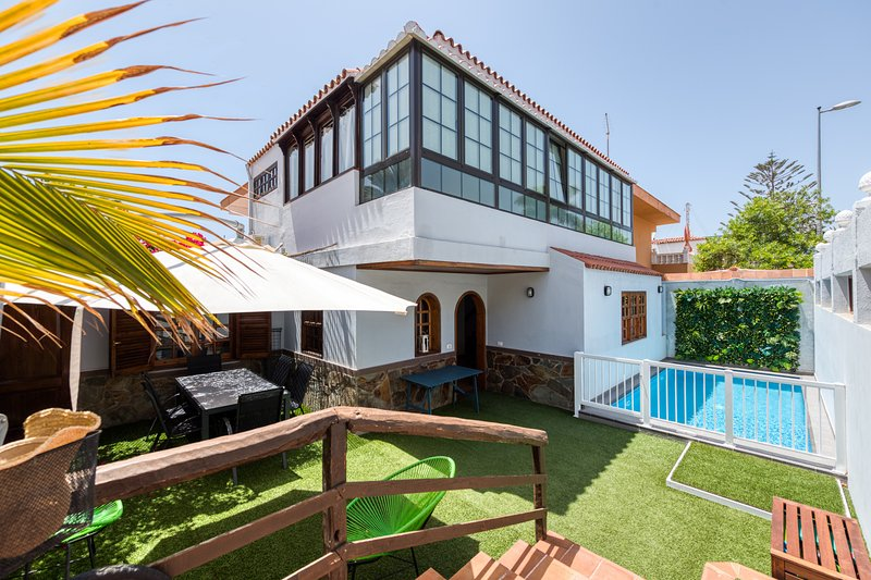 Great house with swimming pool close to the beach, location de vacances à San Agustin