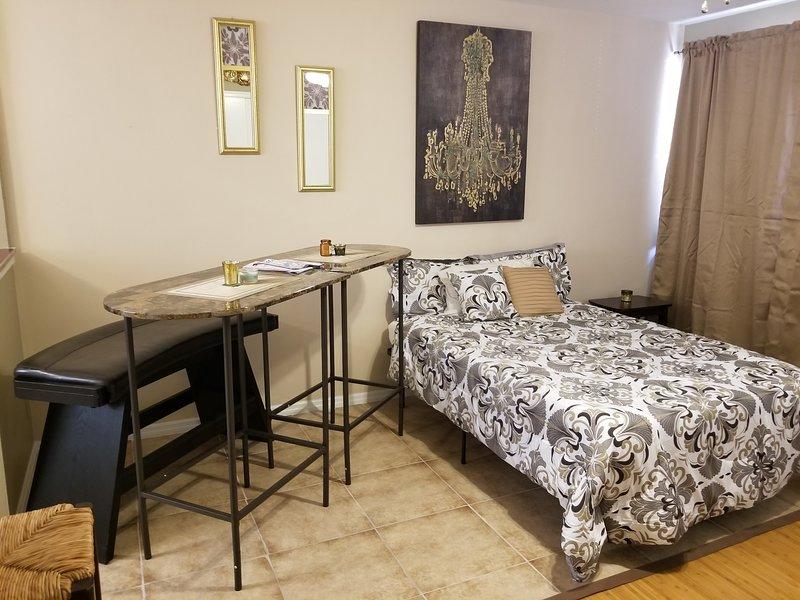 Long-Term or Short-Term stay in Historic San Marco, JAX Florida 5 min to dwntown, aluguéis de temporada em Orange Park
